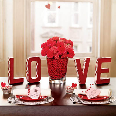 01-qs-valentine-craft-centerpiece-delishl