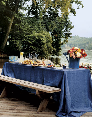 bench-blue-table-cloth-entert0605-de