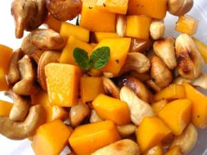 mangocashewsaladgreenrecipes-475x357_476x357